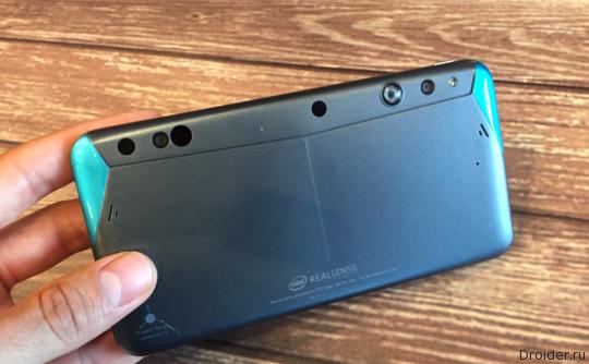 Intel представила смартфон с 3D-камерой