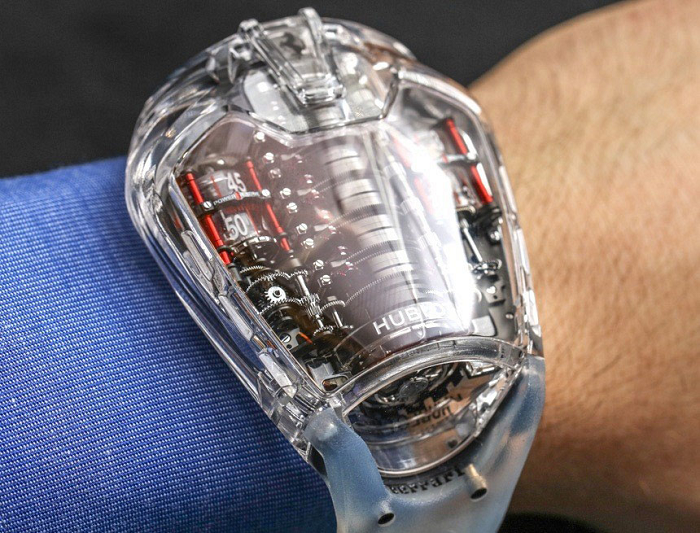 Знаменитые бренды швейцарских часов Hublot и Michael Kors будут выпускать умные часы